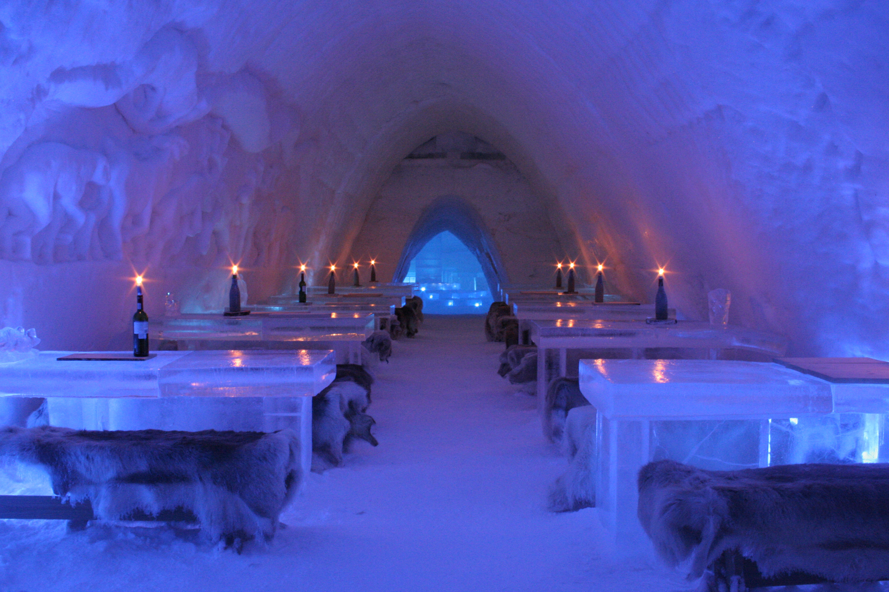 SnowVillage_icerestaurant_2007
