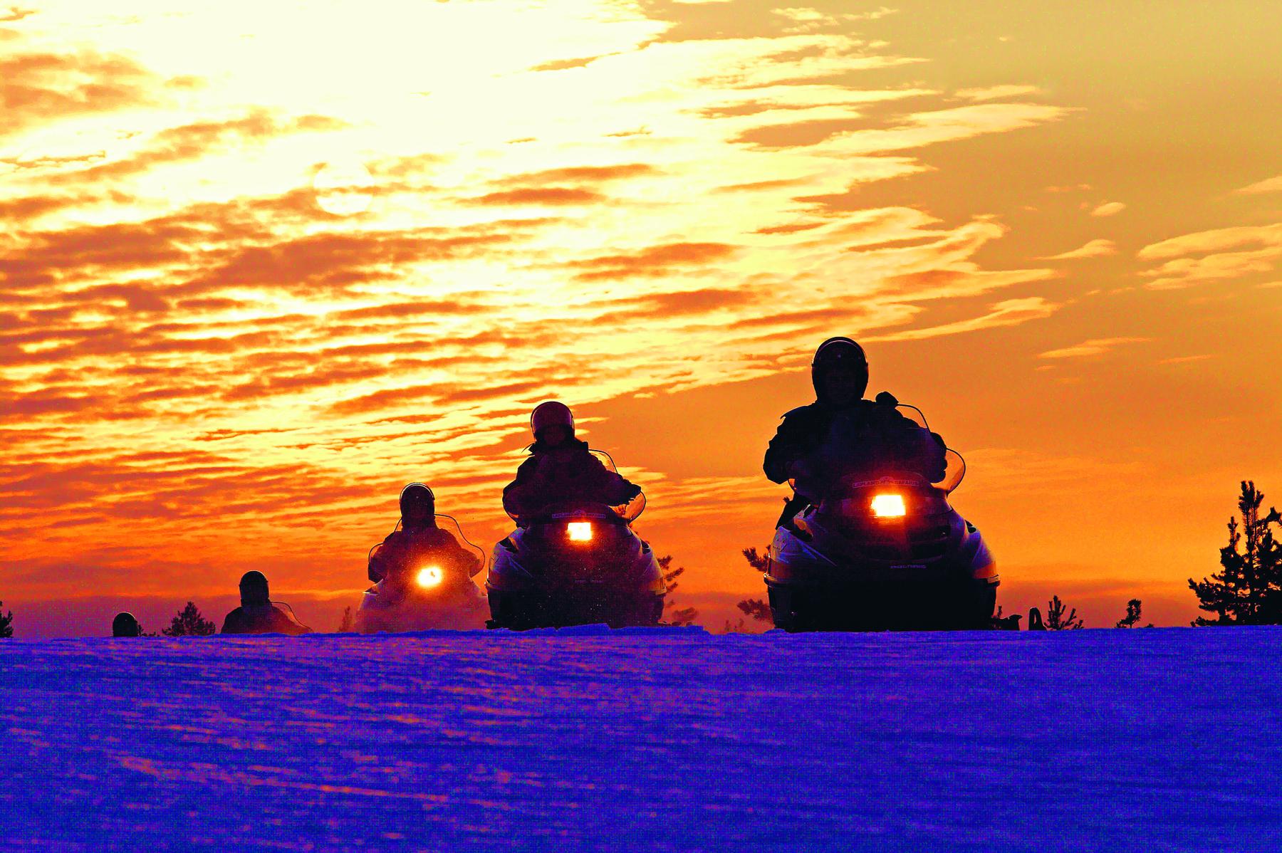 Snowmobile_p90_1